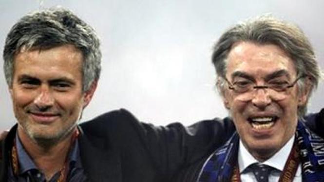 Jose Mourinho (kiri) dan Presiden Inter Massimo Moratti