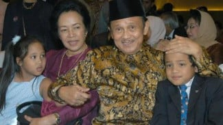 BJ Habibie, Ainun Habibie dan 2 cucu mereka
