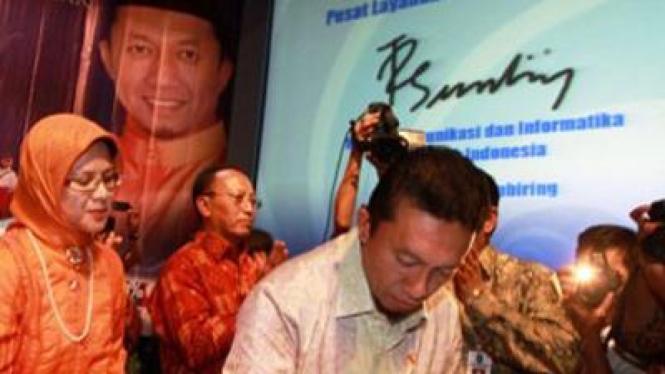 Tifatul meresmikan program USO untuk Pusat Layanan Internet Kecamatan (PLIK)