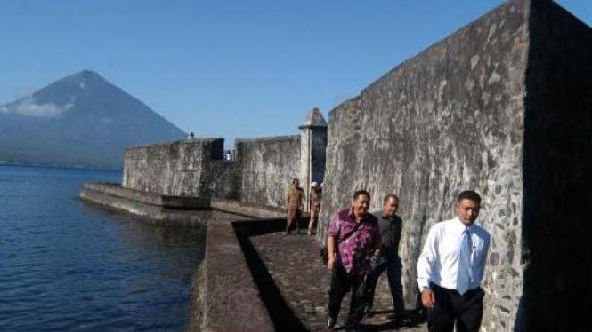 Benteng Kayu Merah (dibangun 1510 oleh Portugis) di Ternate, Maluku Utara