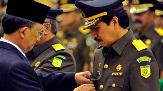 Jaksa Agung Hendarman Supandji lantik M Amari sebagai JAM Tindak Pidana Khusus