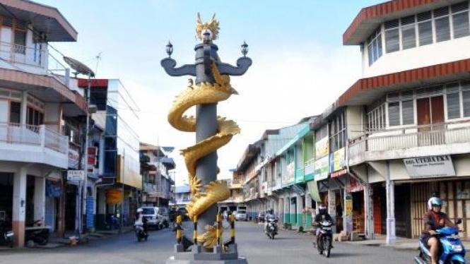 Tugu Naga di Kota Singkawang, Kalimantan Barat