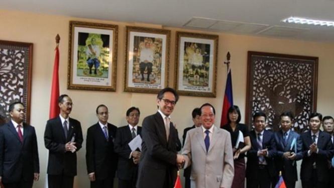 Menlu Marty Natalegawa dan Menlu Kamboja sahkan perjanjian bebas visa