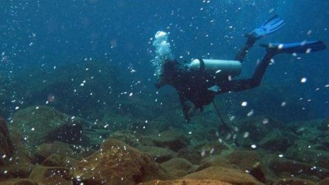 gelembung keluar dari gunung Mahangetang di bawah laut di Siau, Sulawesi