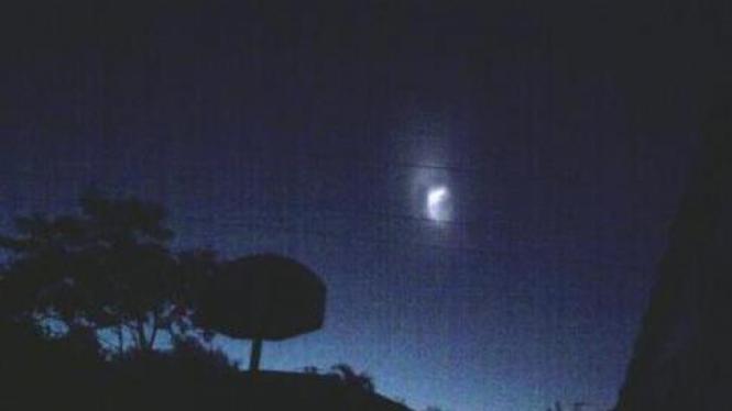 UFO ini terlihat pada Sabtu dini hari