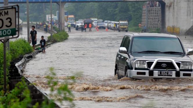 Banjir di Jalan Tol Bintaro