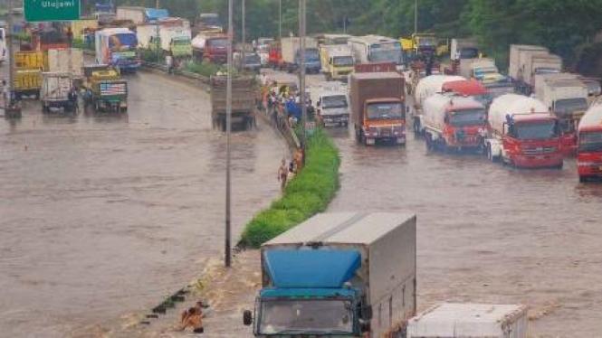 Banjir di Tol Ulujami - Serpong
