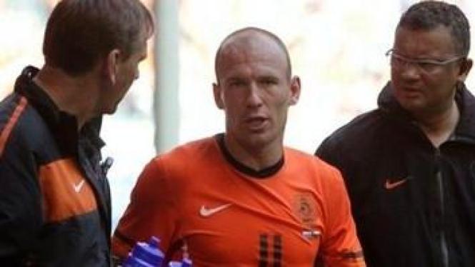 Arjen Robben (tengah)