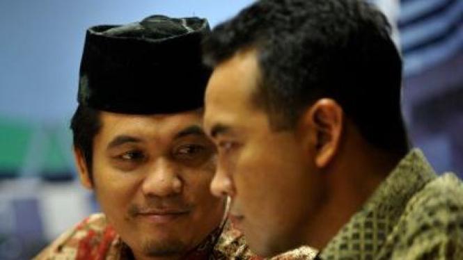 Aktivis Ray Rangkuti (berpeci) dan Politisi PAN Teguh Juwarno