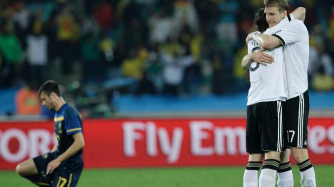Tim Jerman merayakan kemenangan atas Australia.