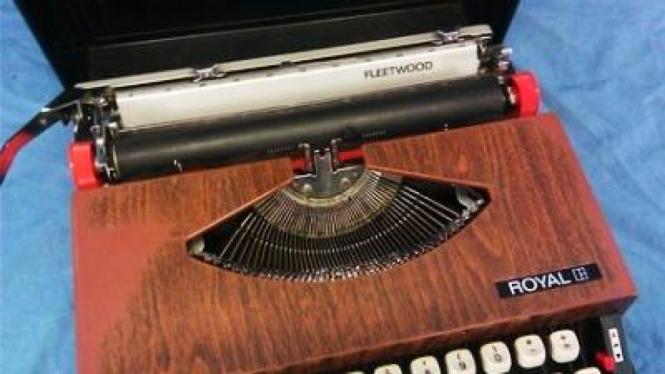 Mesin tik lawas pengganti papan kunci komputer