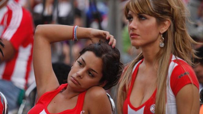 Reaksi suporter Paraguay.