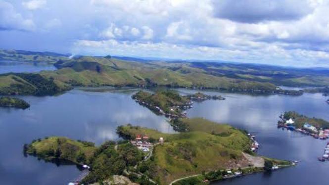 Foto udara Danau Sentani, Kabupaten Jayapura, Papua