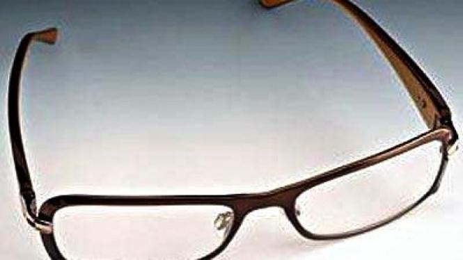 Kacamata elektronik besutan PixelOptics