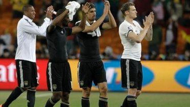 Pemain Jerman merayakan kemenangan atas Ghana