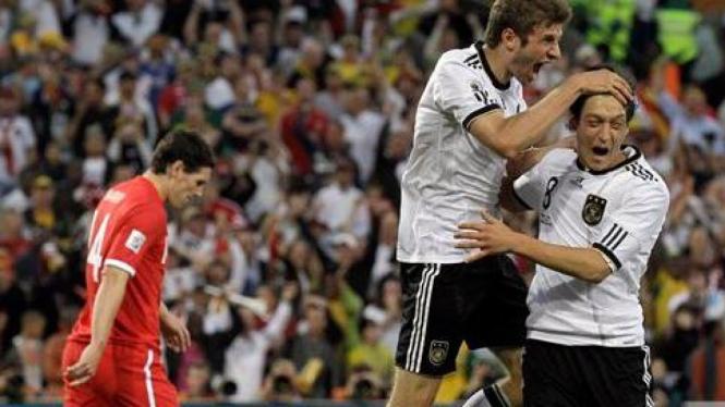 Thomas Mueller tengah merayakan gol