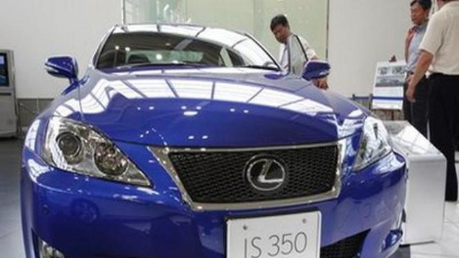 Mobil Toyota Lexus IS dipamerkan di Tokyo Jepang