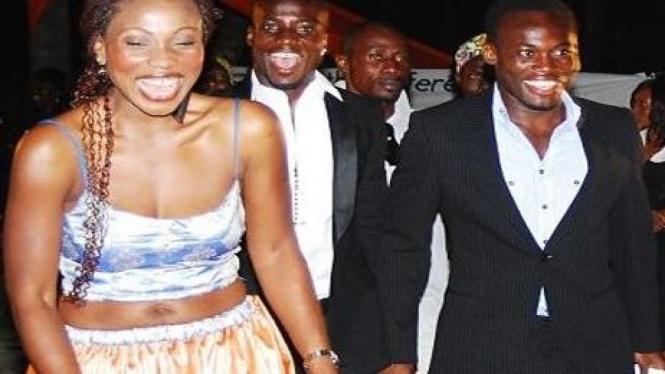 Akosua Puni (kiri) dan Michael Essien