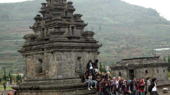 Candi Arjuna di dataran tinggi Dieng, Batur, Banjarnegara