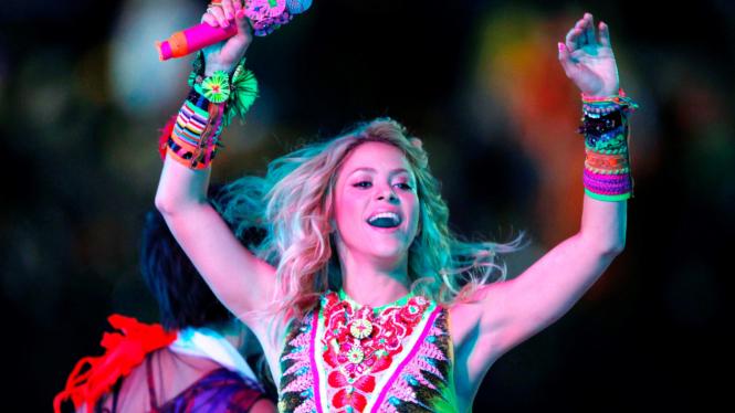 Shakira di acara penutupan
