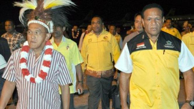 Aburizal Bakrie & Ketua Golkar Papua Habel Melkias Suwae