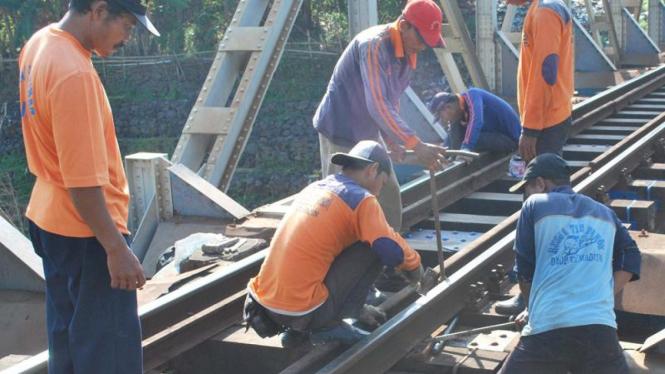 Perawatan rel kereta api.