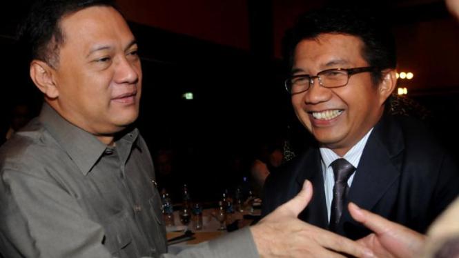 Menkeu Agus Martowardojo (kiri).