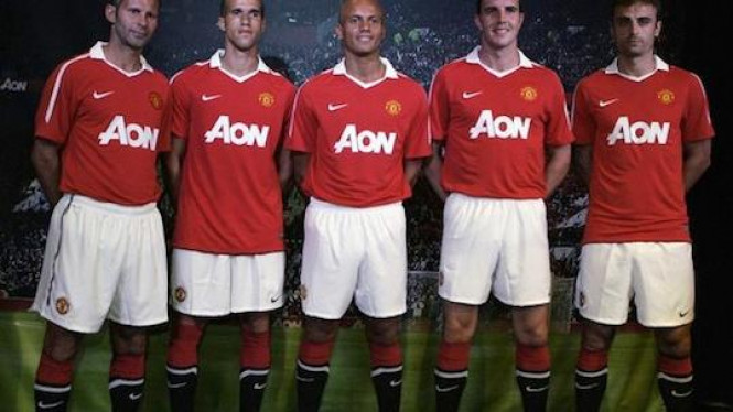 Manchester United, Seragam Baru