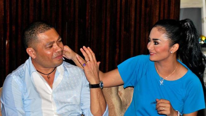 Krisdayanti Bermesraan Dengan Raul Lemos