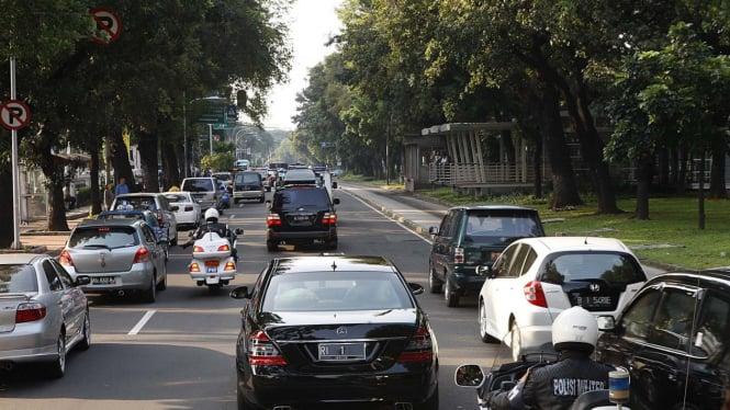 Iring-iringan mobil pengawal Presiden SBY