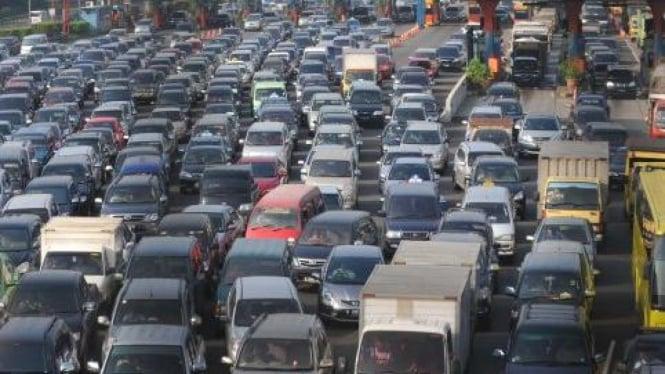 Macet saat keluar Tol Jagorawi, Jakarta