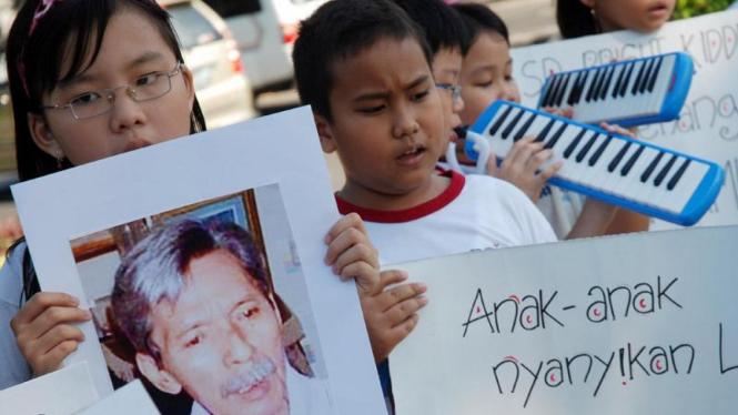 Puluhan anak menggelar aksi untuk memperingati Hari Anak Nasional.