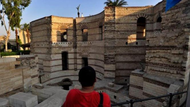 Puing-puing Menara Romawi (Roman Tower), di Babilon, Kairo, Mesir