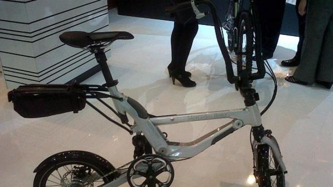 Mercedes Folding Bike di IIMS dibandrol Rp50 juta