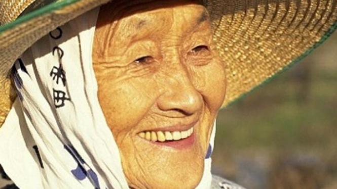 Wanita panjang umur.