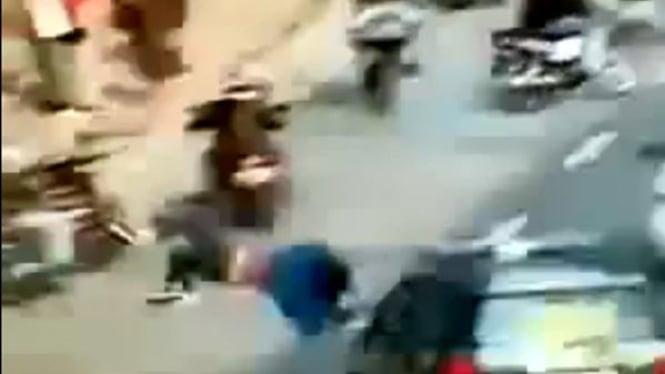 Screen shoot mobil polisi tabrak pejalan kaki