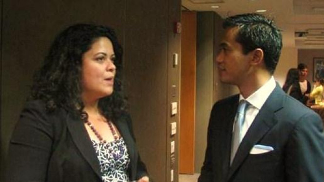 Anindya Bakrie dan adik Barack Obama, Maya Soetoro