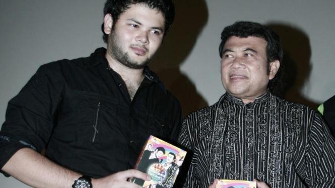 Pelantun dangdut Rhoma Irama dan putranya Rhido Irama meluncurkan lagu baru.