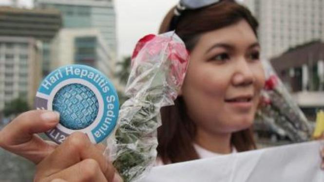 Aksi simpatik peringati Hari Hepatitis Sedunia