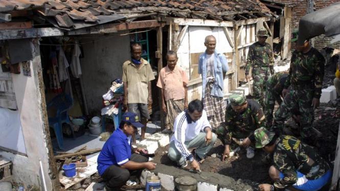 Program perbaikan rumah warga miskin.