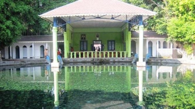 Ritual Padusan, kolam peninggalan Raja Solo, Jawa Tengah