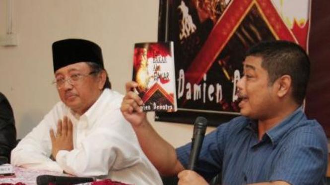 Romo Benny Susetyo (kanan) dan Slamet Efendy Yusuf