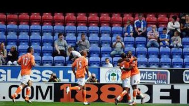 Pemain Blackpool merayakan kemenangan