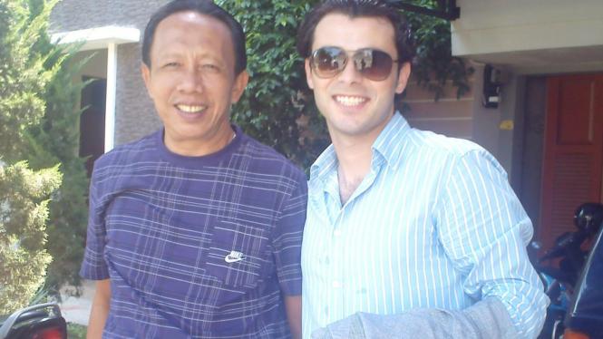 Marwan Sayedeh (kaca mata hitam) dan Abdi Tunggal