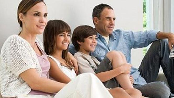 Keluarga Nonton Televisi