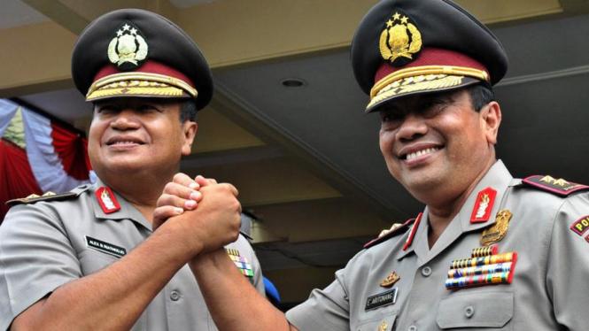 Pejabat baru Kapolda Jawa Tengah, Irjen Pol Edward Aritonang (kanan)