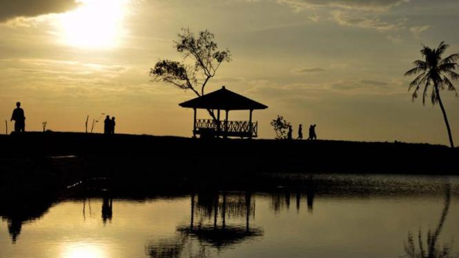 Menunggu waktu berbuka puasa di Mataram, NTB.