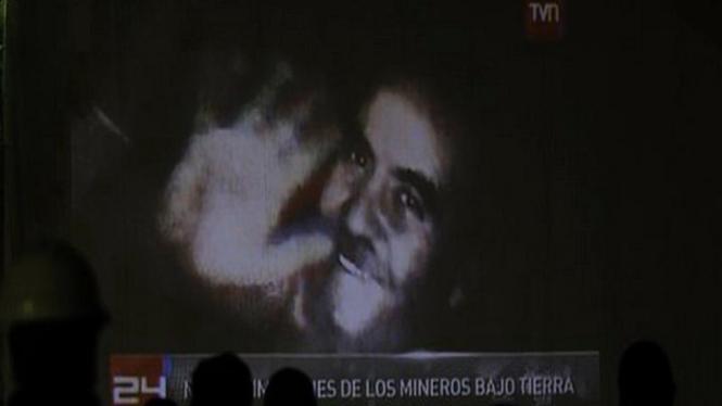 Tayangan seorang pekerja tambang di Cile yang masih terkubur