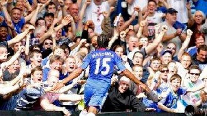 Florent Malouda rayakan gol
