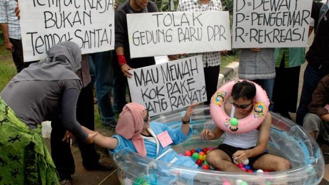 Aksi ICW Tolak Gedung Baru DPR